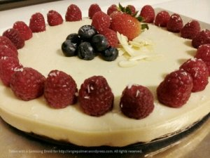 raw vegan cheese cake with raspberries